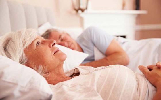 Bệnh mất ngủ ở người già làm giảm chất lượng cuộc sống