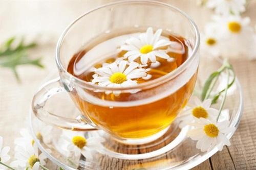 Trà hoa cúc có công dụng giúp phòng ngừa bệnh viêm xoang