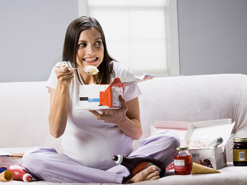 Ăn uống không khoa học ở bà bầu cũng làm tăng nguy cơ sảy thai