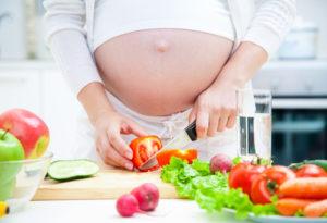 Cân bằng chế độ dinh dưỡng cho bà bầu là rất cần thiết. Ảnh: Internet