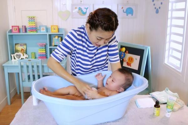 Những sai lầm trong chăm sóc trẻ sơ sinh (ảnh minh họa)