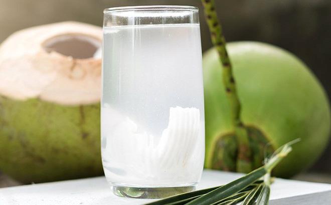 Uống nước dừa khi bị chốc mép (lở mép)