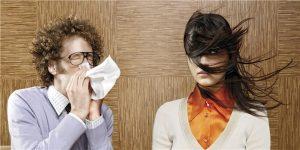 Tiếp xúc trực tiếp với dịch tiết của người bệnh
