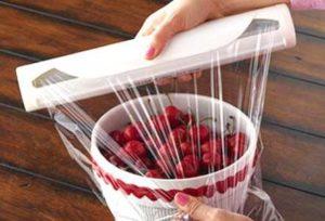 Sai lầm khi sử dụng màng bọc thực phẩm không đúng cách. ( Ảnh: Internet)