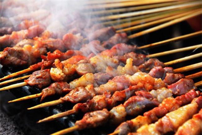 Thực phẩm hun khói ẩn chứa nhiều nguy cơ gây ung thư