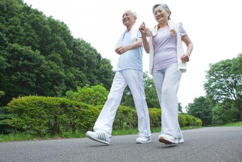 Người bị cao huyết áp nên đi bộ khoảng 20-30 phút