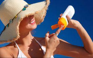 Bôi kem chống nắng - cách bảo vệ làn da dưới trời nắng nóng