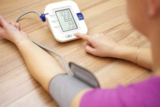 Cách đo huyết áp bằng máy điện tử bắp tay