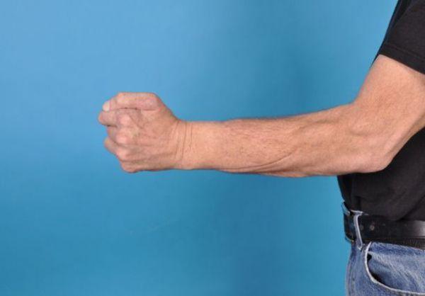 Cách hạ huyết áp bằng bài tập Nắm tay trong 16 phút