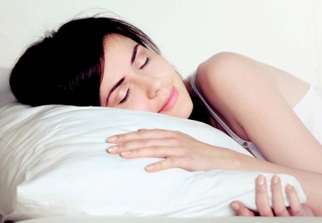 Một chiếc gối êm ái sẽ giúp bạn chữa mất ngủ hiệu quả