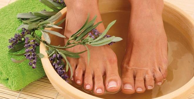 Ngâm chân giúp cải thiện tình trạng mất ngủ ở người già