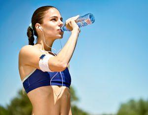 Bổ sung nước trước và sau khi chơi thể thao
