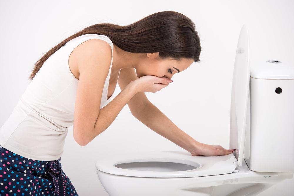 Nôn là một trong những triệu chứng đau dạ dày