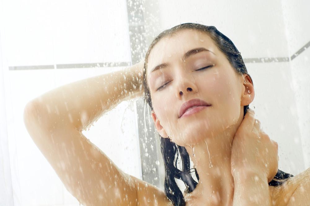 Không nên tắm ngay khi đi nắng về