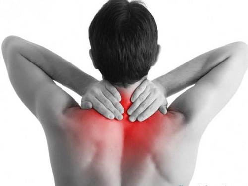 Đau thường do đầu để lâu ở một tư thế, ví dụ như khi lái xe hay làm việc trên máy tính do cơ bị căng hay co thắt, giảm khả năng vận động đầu thường có triệu chứng đau đầu đi kèm. (Nguồn: Internet)