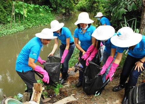 Bảo vệ nguồn nước và dùng nước sạch để tránh nguy cơ bị tiêu chảy