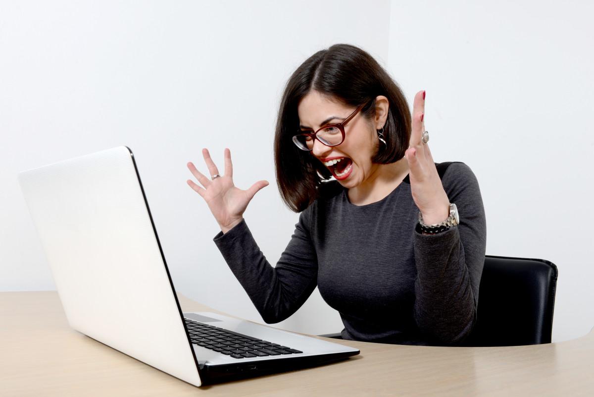 Stress kéo dài làm rối loạn nội tiết tố, tăng nguy cơ mắc u xơ tử cung