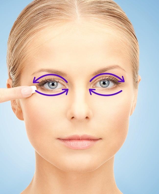 Massage mắt giúp lông mi cong và dài