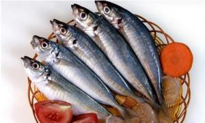 Cá nục tươi ngon có mình xanh biếc, mắt trong veo, thân chắc thịt