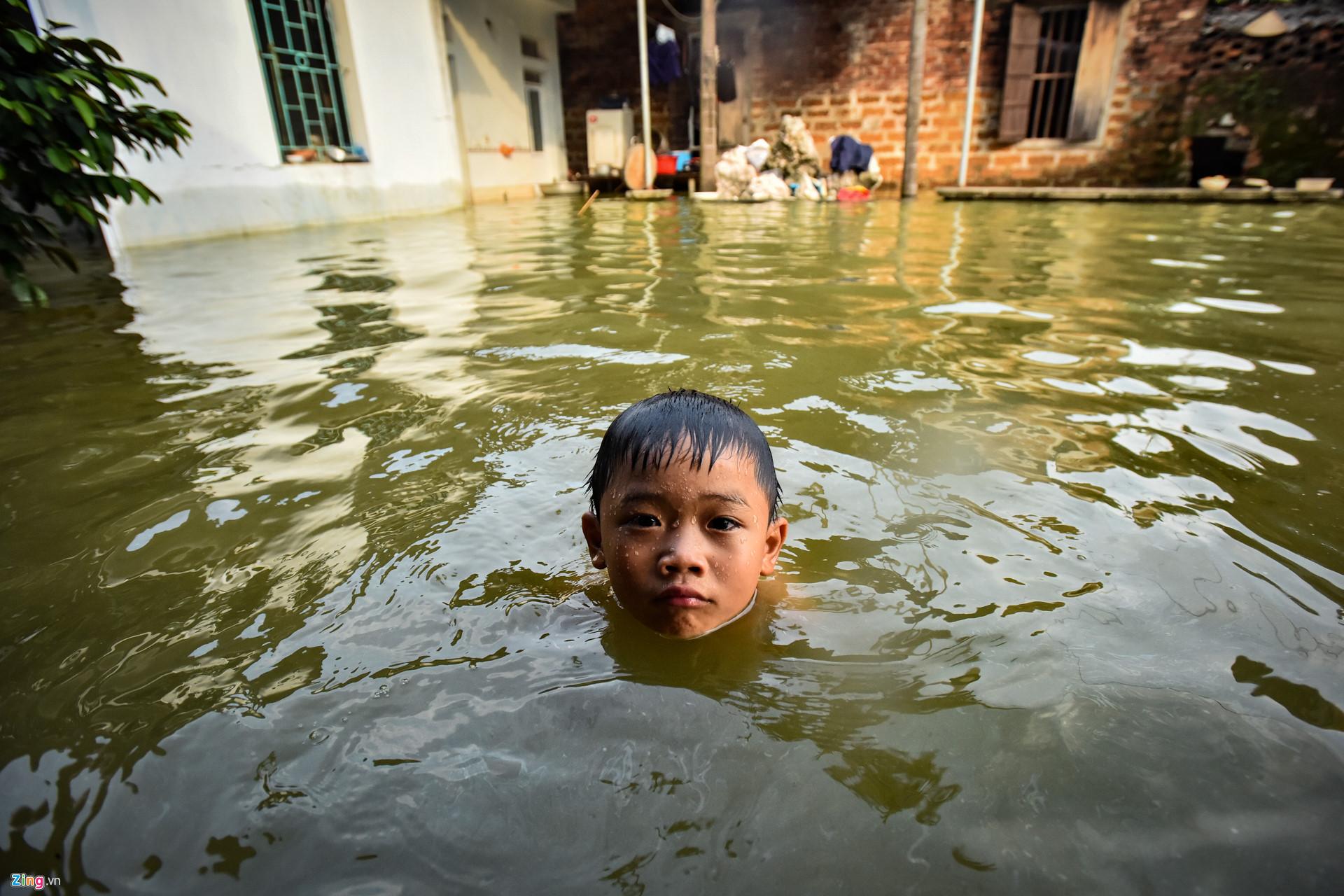 Trẻ bị viêm tai giữa khi di bơi