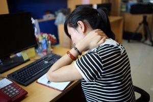 Đau vai gáy ảnh hưởng tới sinh hoạt lao động của nhiều người