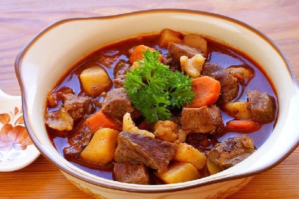 Bò kho rau củ là món ngon cuối tuần bổ dưỡng.