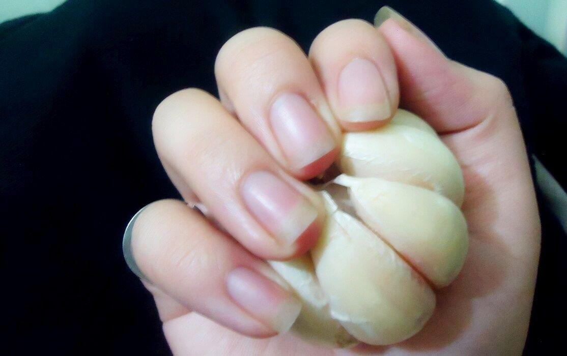 Dùng tỏi để dưỡng móng tay