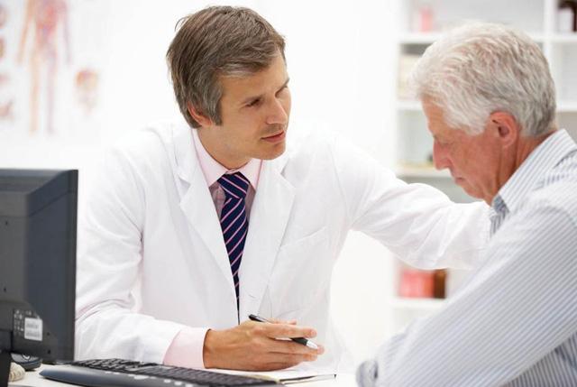 Tuổi càng cao càng dễ mắc u xơ tuyến tiền liệt.