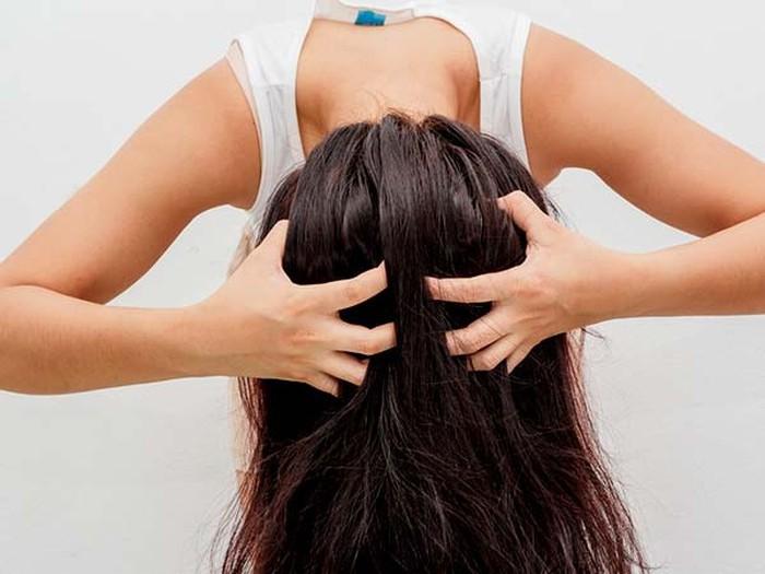 Dầu xả là cách làm mềm tóc cứng