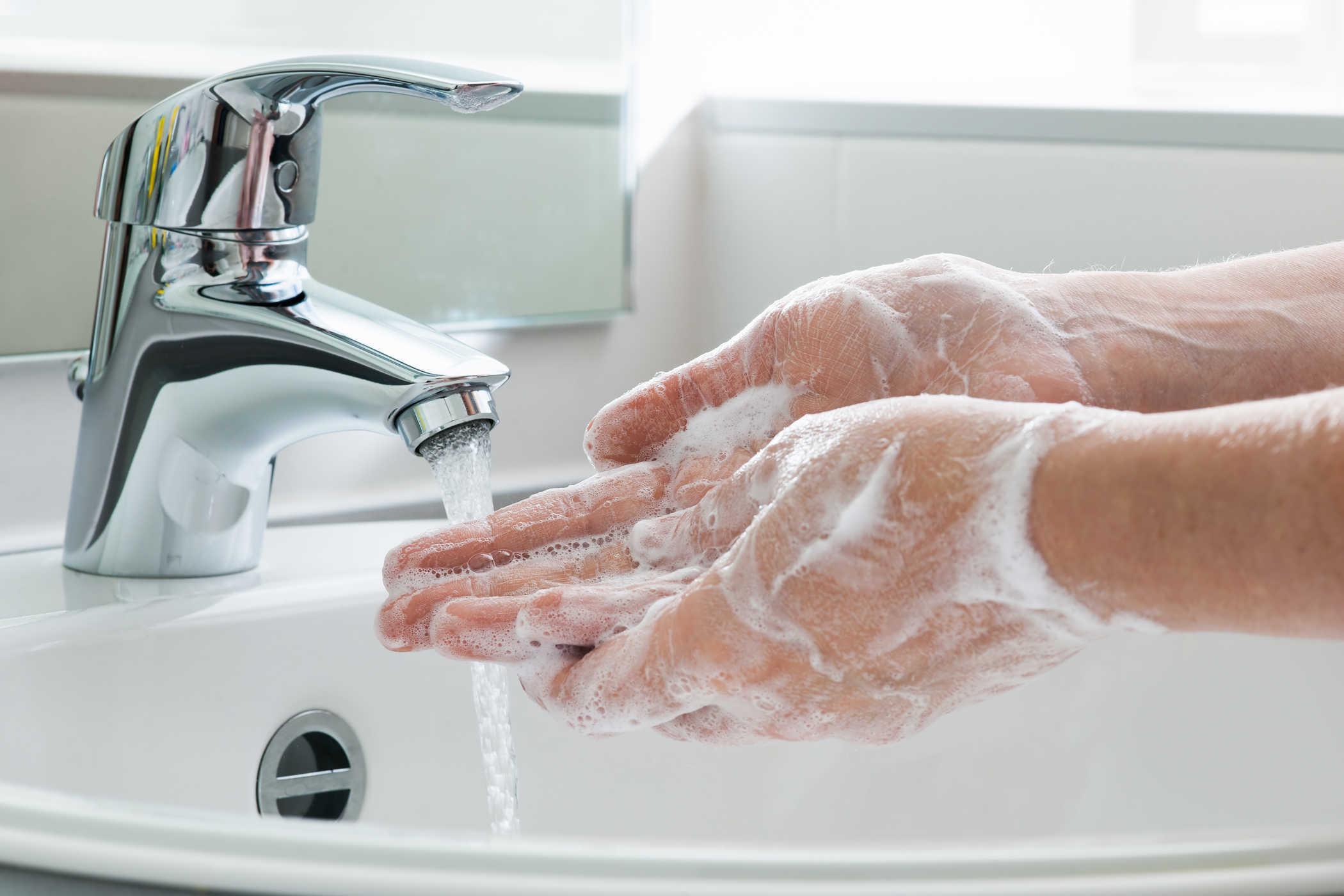Rửa tay đúng cách là bí quyết có bàn tay đẹp