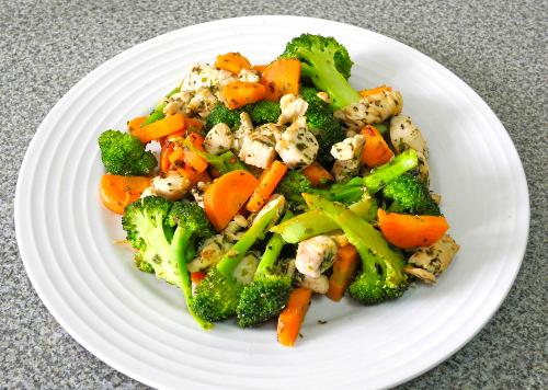 Gà xào bông cải xanh