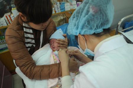 Tiêm vắc xin phòng lao