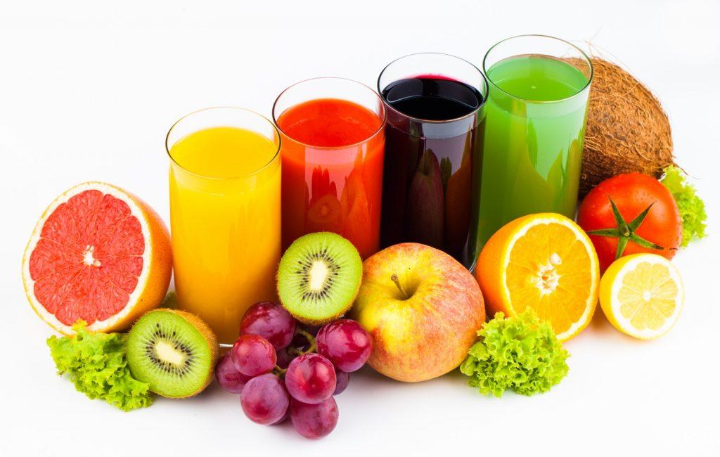 Cung cấp đủ nước cho cơ thể, đặc biệt nước ép hoa quả bổ sung thêm vitamin cho bà bầu