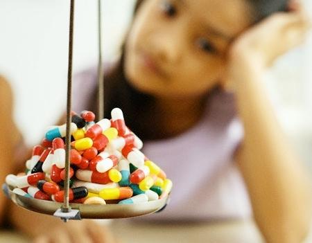 Với thế hệ con em chúng ta hiện nay, khi tuổi đời còn quá nhỏ mà nhiều loại kháng sinh đã không còn phát huy được tác dụng