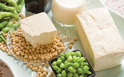 Hạn chế sử dụng các loại thực phẩm như: rau răm, đậu nành, cùng các chế phẩm từ đậu nành