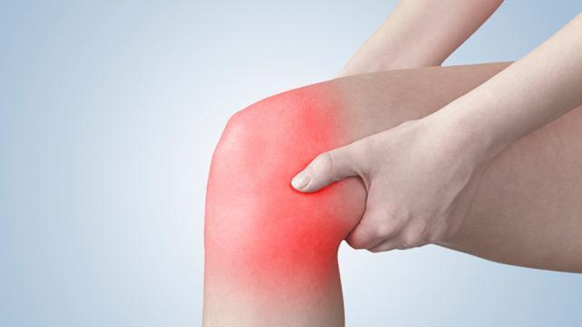 Đau khớp gối có thể là triệu chứng của nhiều bệnh, trong đó có viêm khớp dạng thấp