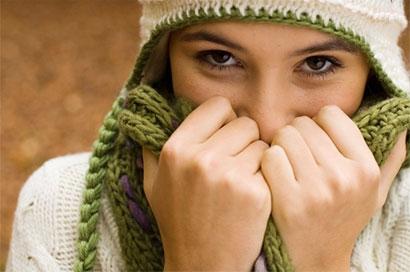 Khi cơ thể bị giảm nhiệt, người bệnh có biểu hiện mệt mỏi, lờ đờ, tâm thần rối loạn