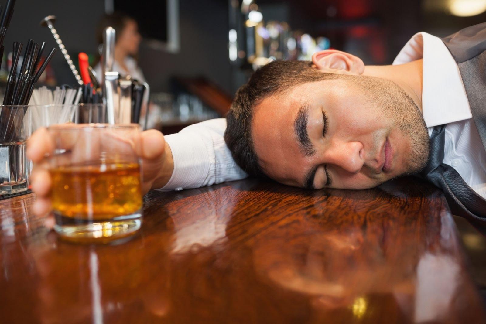 Uống nhiều rượu có thể gây bệnh gan nhiễm mỡ