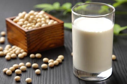 Một số trường hợp trẻ bị tiêu chảy cấp không nên dùng sữa để tránh bệnh nặng thêm