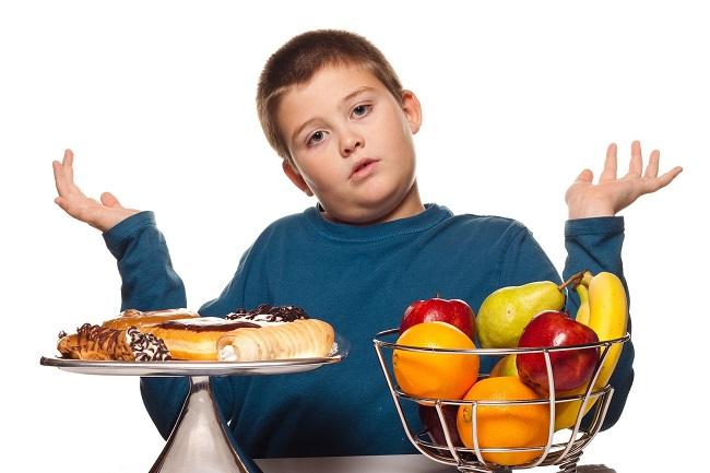 Trẻ bị gan nhiễm mỡ nên ăn nhiều hoa quả thay vì đồ ăn nhanh