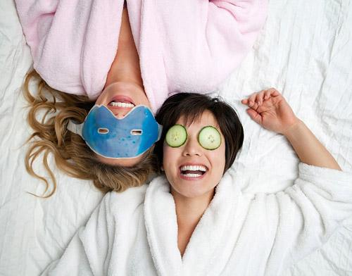 Đắp mặt nạ giúp da bổ sung nước (Ảnh: Internet)
