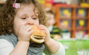 Nhiều phụ huynh thắc mắc liệu con mình bị gan nhiễm mỡ có không