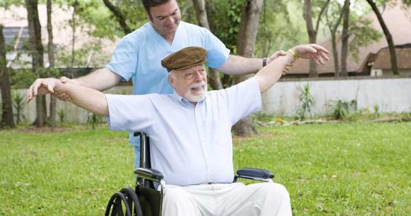 Tập luyện phục hồi chức năng là một biện pháp điều trị tai biến mạch máu não