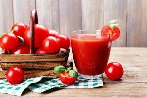 Cà chua chứa nhiều vitamin, nước, là loại thực phẩm tốt cho làn da khô (nguồn: internet)