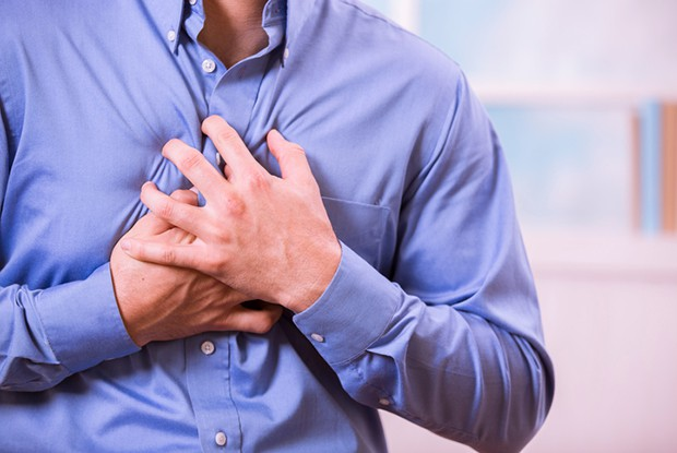 Đau tức ngực trong bệnh tim mạch, hô hấp dễ nhầm lẫn với bệnh này (Ảnh: Internet).