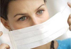 Bệnh nhân sởi cần được cách ly trong phòng riêng và đeo khẩu trang y tế (Ảnh; Internet)