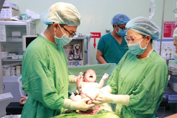 Bé trai nặng 3,1kg đã chào đời vào thời khắc giao thừa (nguồn: gdvn)