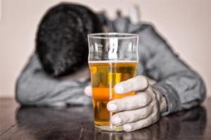 Hình ảnh: Uống nhiều bia rượu làm tăng nguy cơ ung thư vòm họng (Internet)