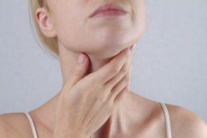 Hình ảnh: Cổ sưng, nổi hạch là triệu chứng điển hình của ung thư vòm họng di căn (Internet)