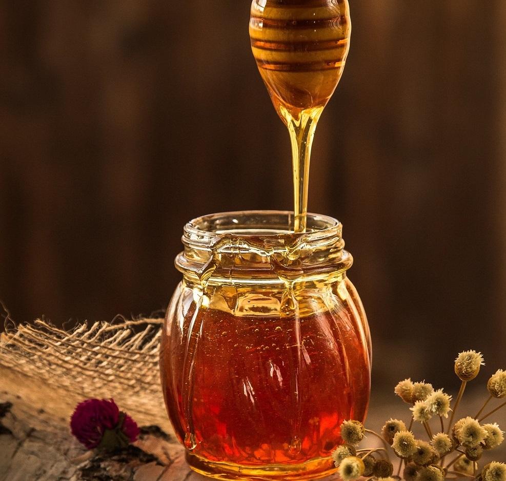 Mật ong giúp da mềm mịn, trị thâm mụn hiệu quả